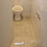 Glitzer Boden WC Raum